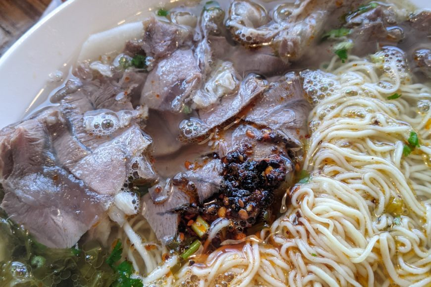 Pickled cabbage and beef soup - Le Mien
